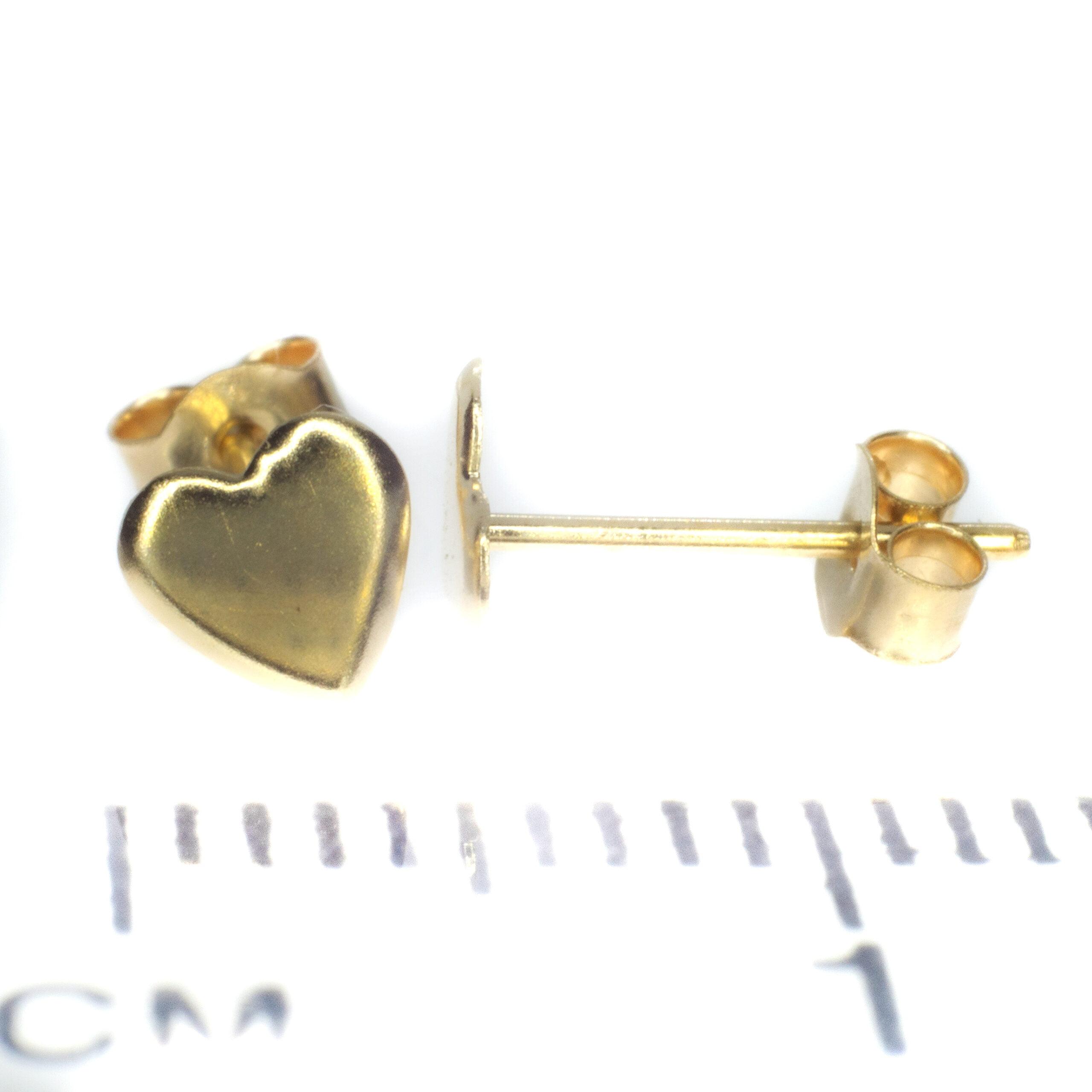 gold heart stud earrings 9ct yellow gold ruler