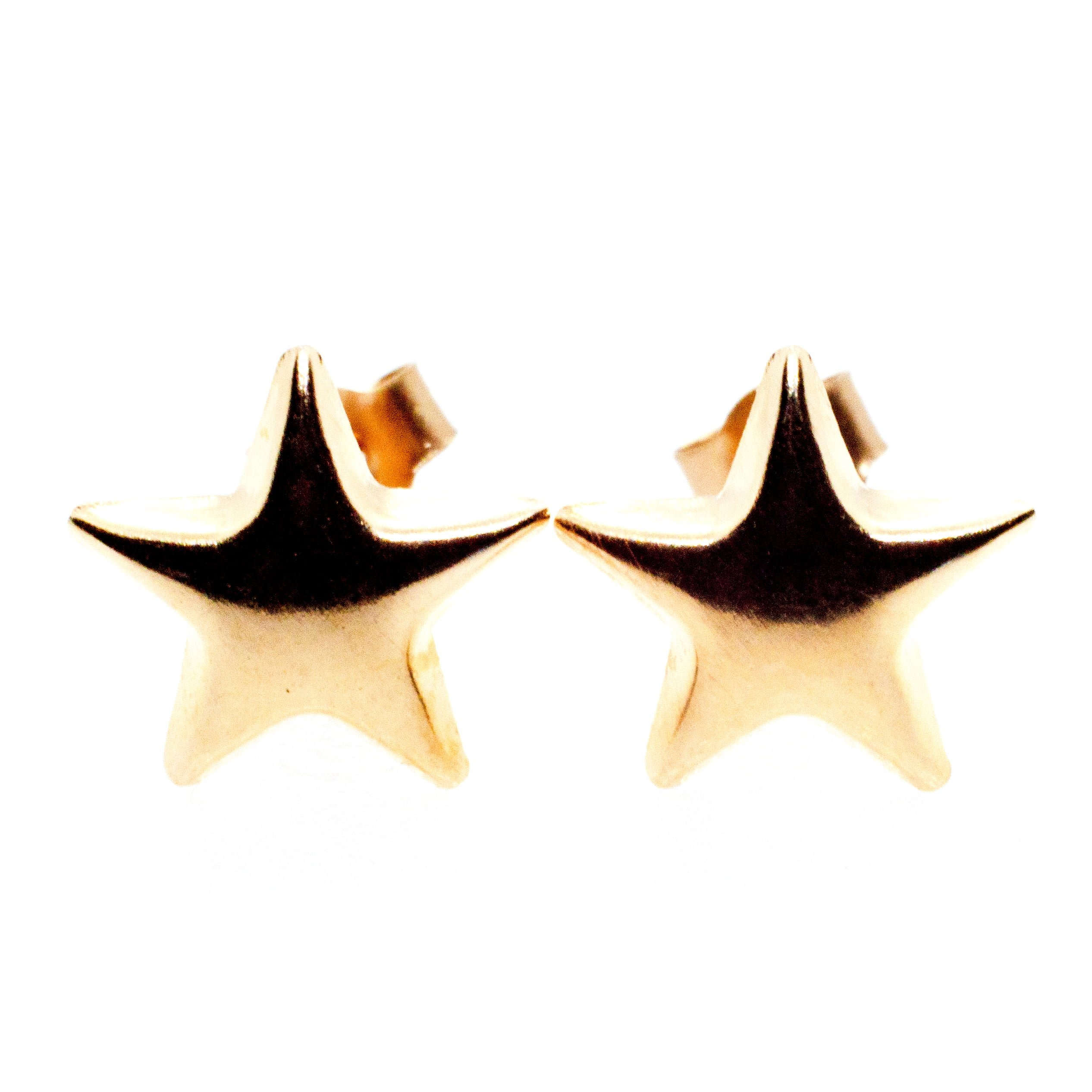 9ct gold star earrings close