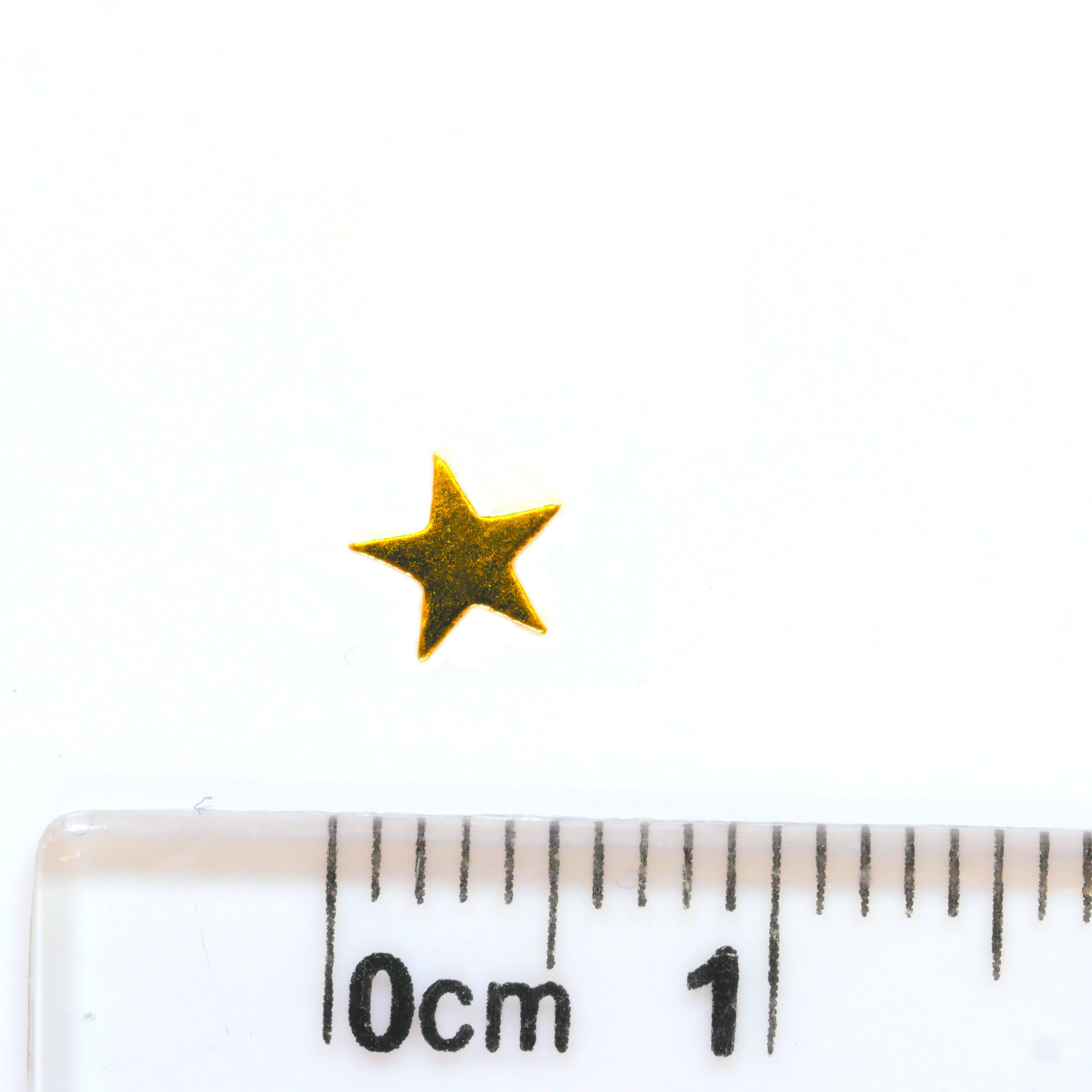 Small star earrings in 9ct yellow gold with ruler