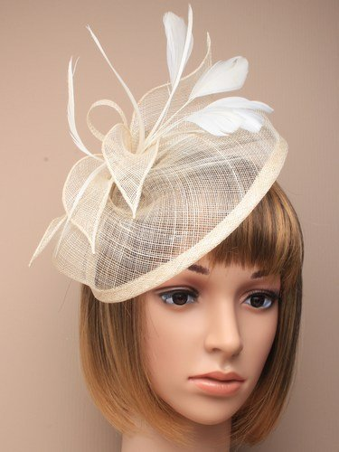 Cream fascinator comb with net loops and feather tendrils